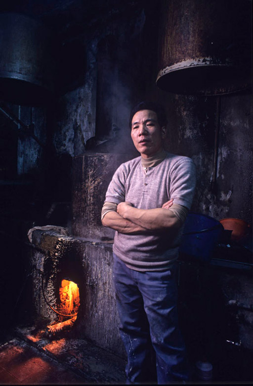 Lam Kim Kwong, a baker of traditional Chinese cakes